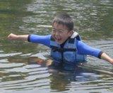 水遊びする小僧B